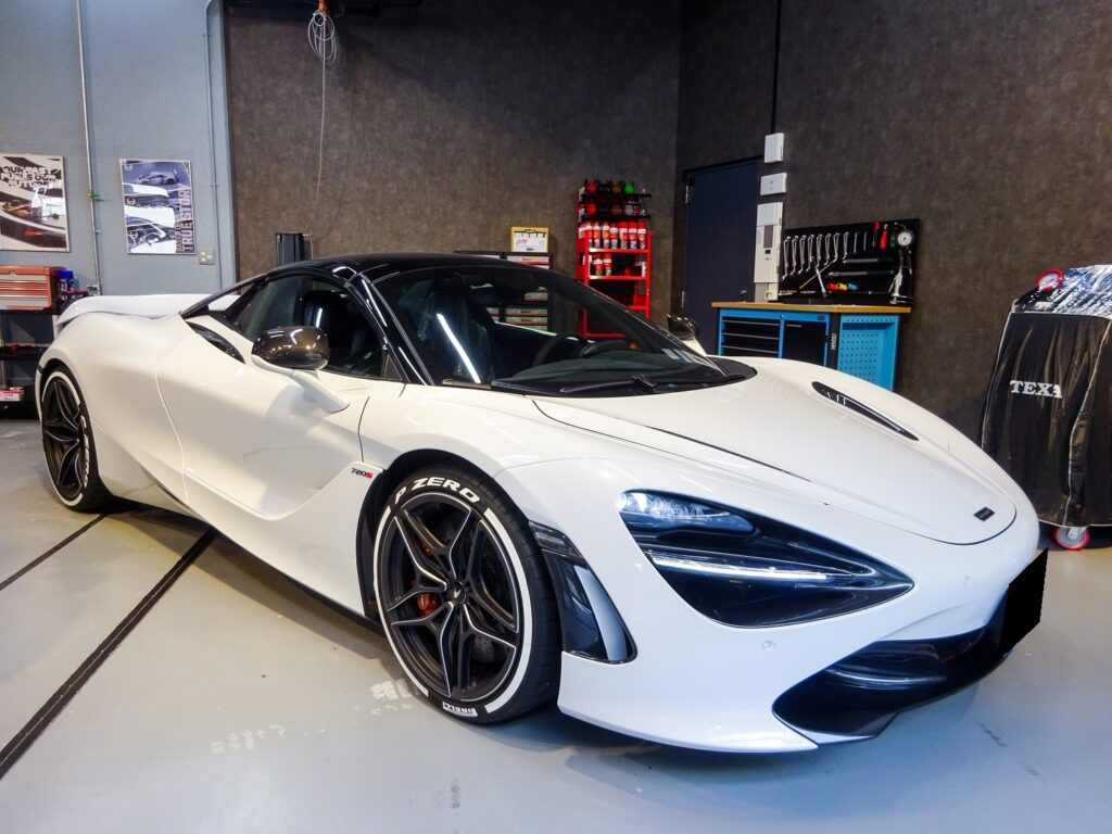 McLaren 720S タイヤステッカー施工・カーボンダクト取り付け